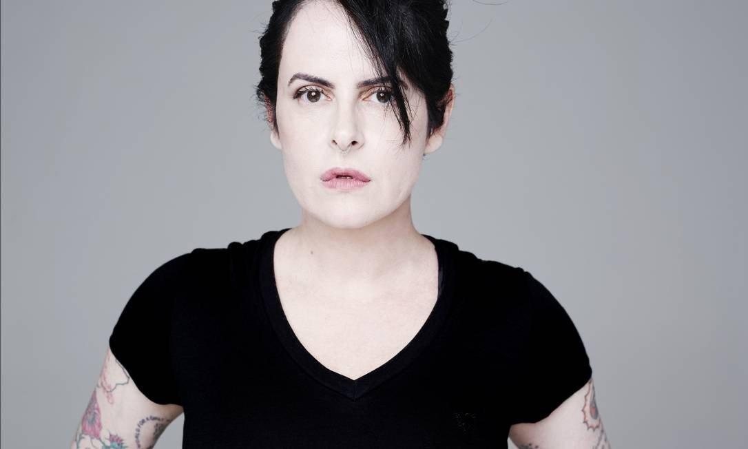 Morre a roteirista Fernanda Young, criadora de Os Normais e Shippados   Shippados   Revista Ambrosia